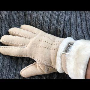 UGG soft shearling gloves